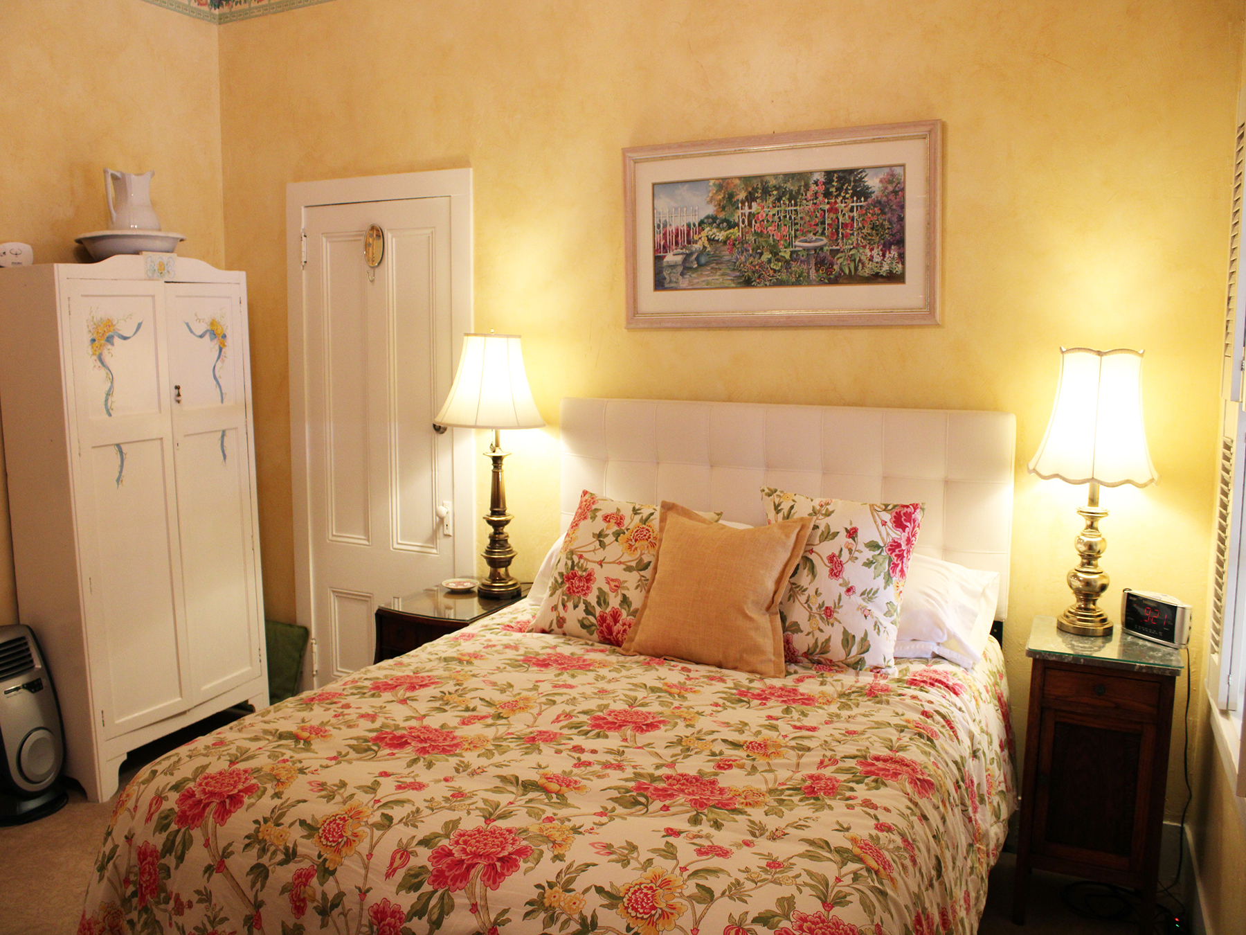 What exactly is a bed and breakfast? More importantly, is it the right fit for your travel plans? Yuba Sutter is home to two of the most historic and unique B&B experiences in all of Northern California.  Let's dive right in to the sweet and simple pros